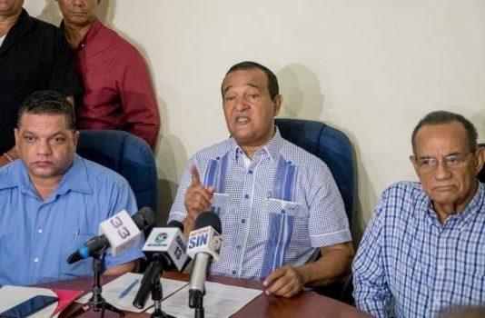 Transportistas piden a Danilo ordenar AFP devuelvan 50% de fondos a trabajadores